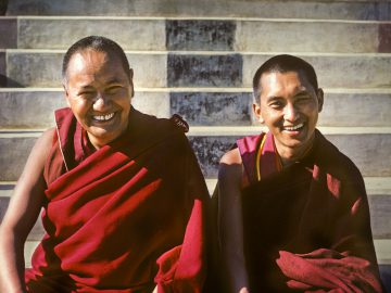 (04346_sl-Edit1-Edit.psd) Lama Yeshe and Lama Zopa Rinpoche, Kopan Monastery, 1980. Photo by Robin Bath.