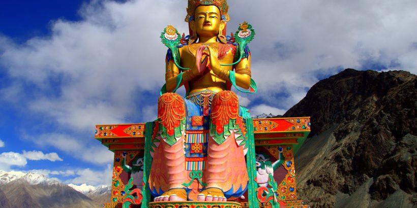 Statue_of_Maitreya_Buddha,_Diskit_Monastery,_Nubra_Valley,_Ladakh
